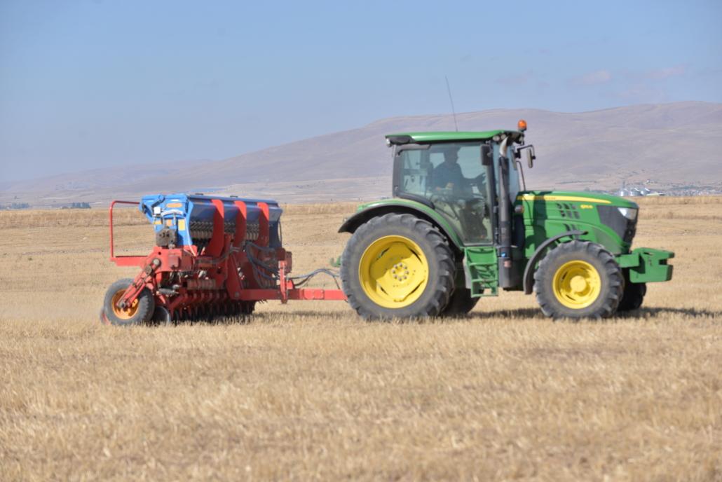 No-till drill demonstration on stubble field. (Turkey)